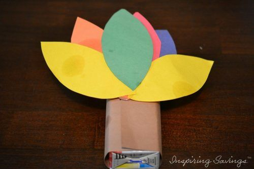 This Turkey Juice Box cover craft is the perfect for your little ones to complete before or on Thanksgiving. A fun new way to enjoy their favorite juice box
