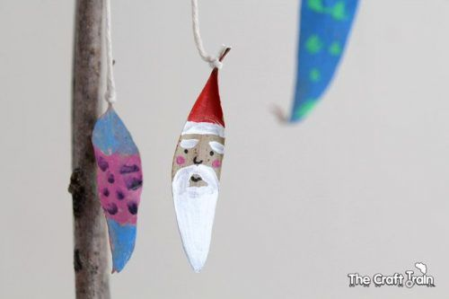 Make Christmas decorations from leaves found outside
